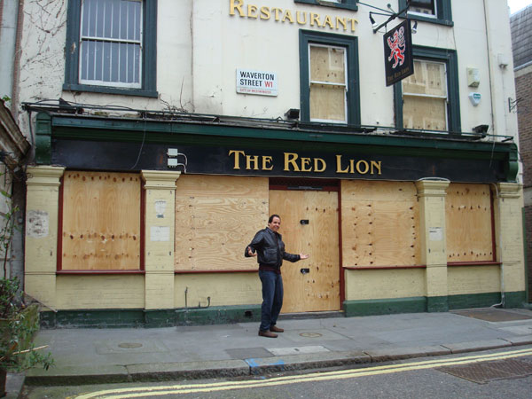 The Red Lion, London, closed